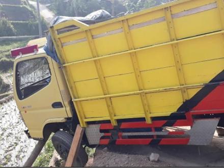 Kecelakaan Truk di Kp. Cihaneut Desa Drawati